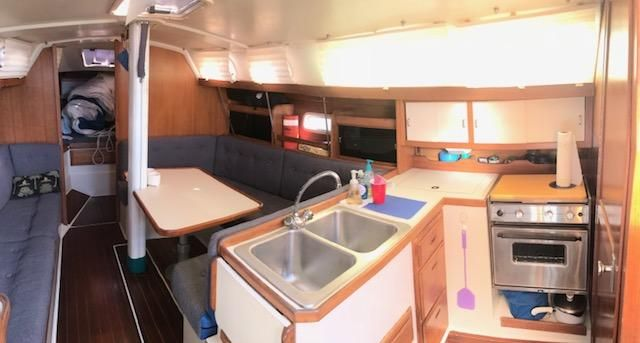 1993 Catalina 34 - Catalina 34 Galley 'n Salon