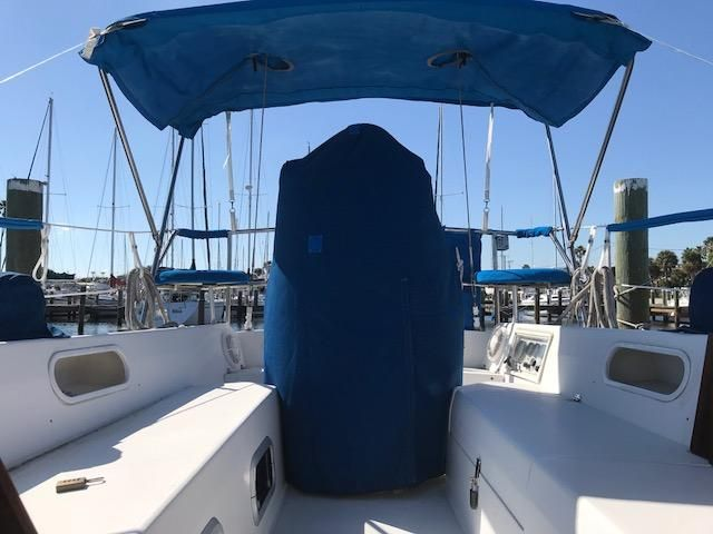 1993 Catalina 34 - Catalina 34 Cockpit
