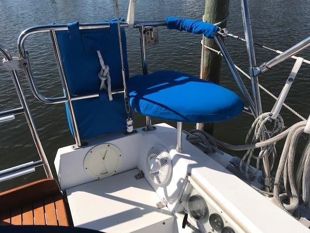 1993 Catalina 34 - Catalina 34 Stern Rail Seating