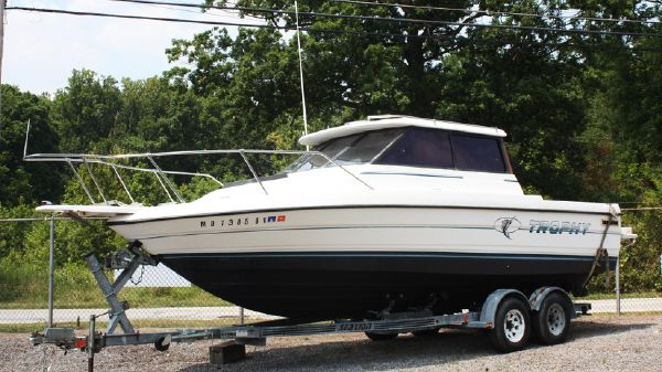 Trophy 24 Pilothouse w/Trailer 24 Trophy 91