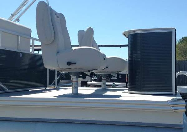 Qwest LS 820-22-Cruise-FTL-Fishtail image