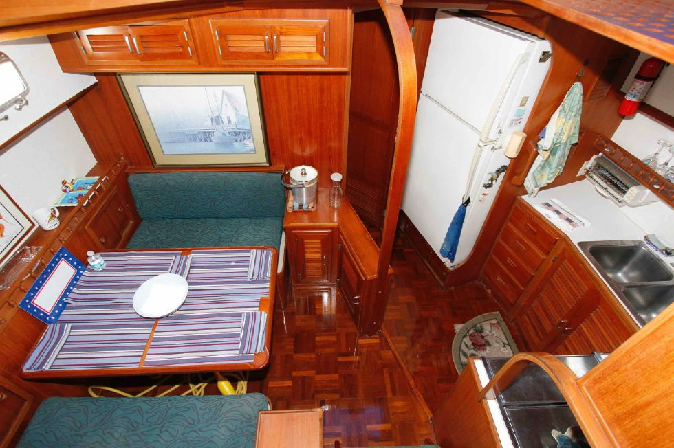 Jefferson 42 Sundeck Dinette 'n Galley Down
