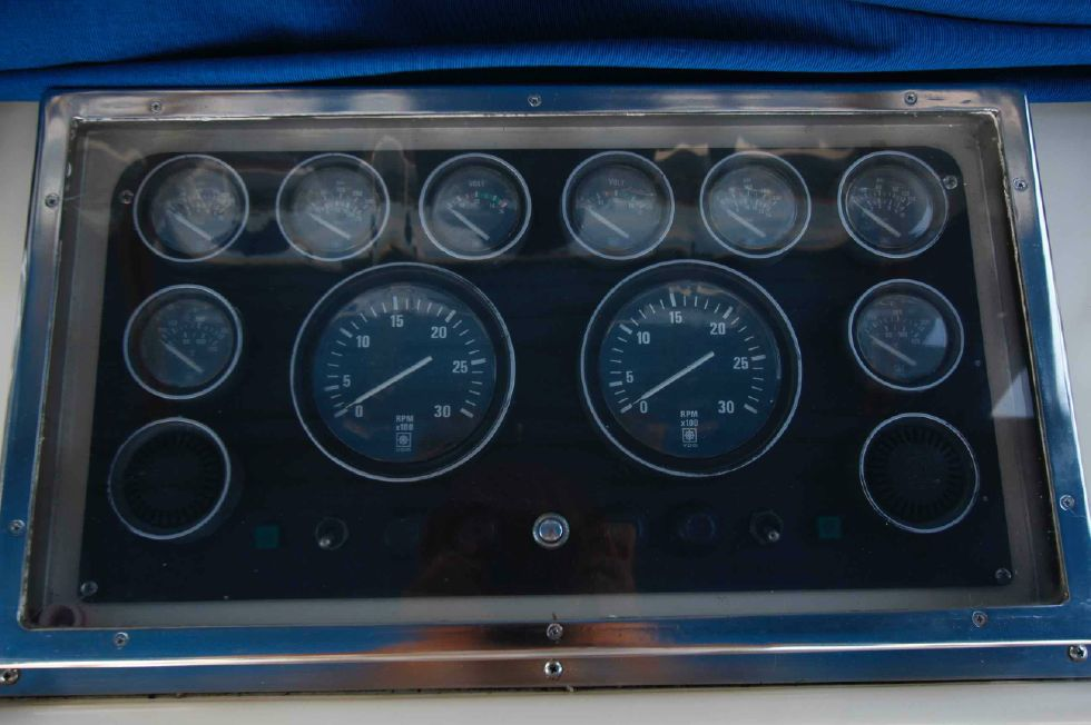 Jefferson 42 Flybridge Gauges