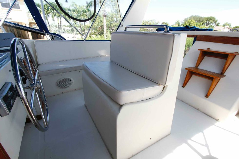 Jefferson 42 Flybridge Seating