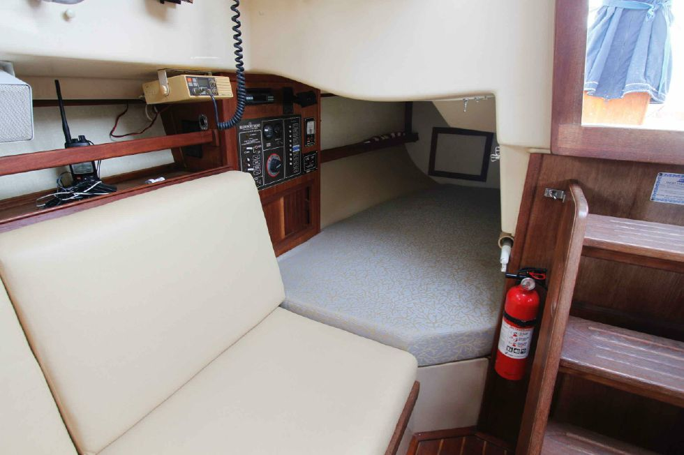 Island Packet 27 Quarter Berth