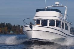 2022 Helmsman Trawlers 31 Sedan