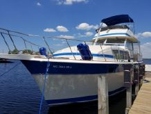1985 Chris-Craft 410 Commander Yacht