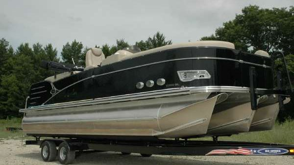 Avalon 23' Catalina Quad Lounger Tri-Toon