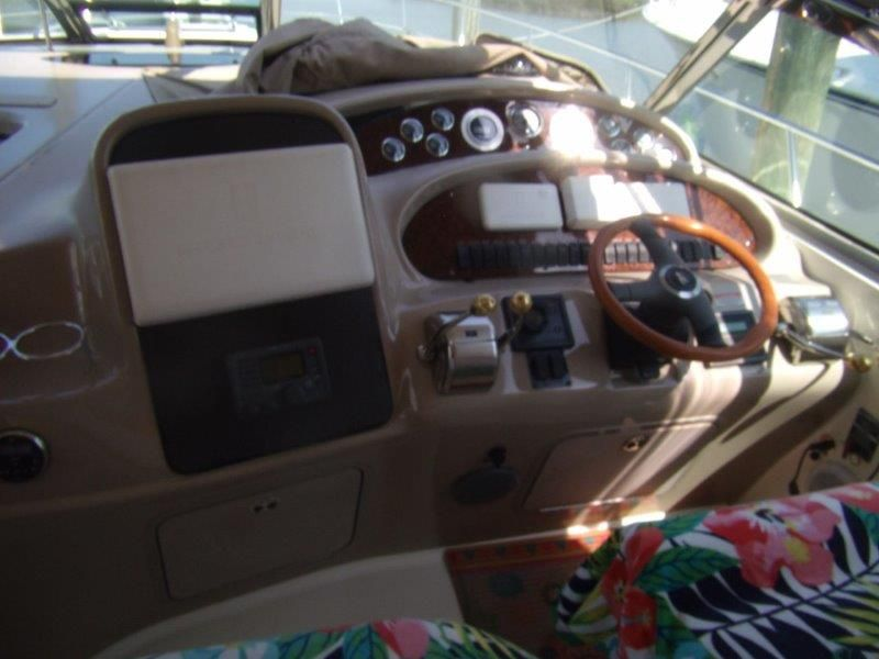 2002 Sea Ray 410 Express Cruiser - Helm / Electronics & Navigation 2