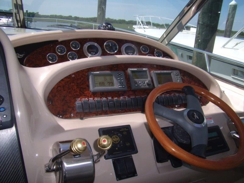 2002 Sea Ray 410 Express Cruiser - Helm / Electronics & Navigation 4