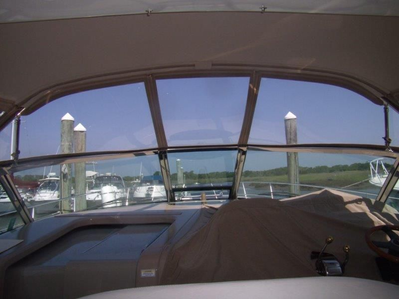 2002 Sea Ray 410 Express Cruiser - Deck 1 - Windshield