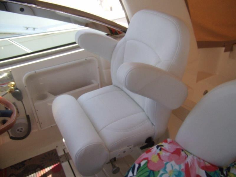 2002 Sea Ray 410 Express Cruiser - Deck 2 - Helm Seat