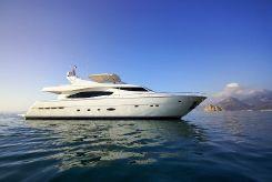 2004 Ferretti Yachts 880
