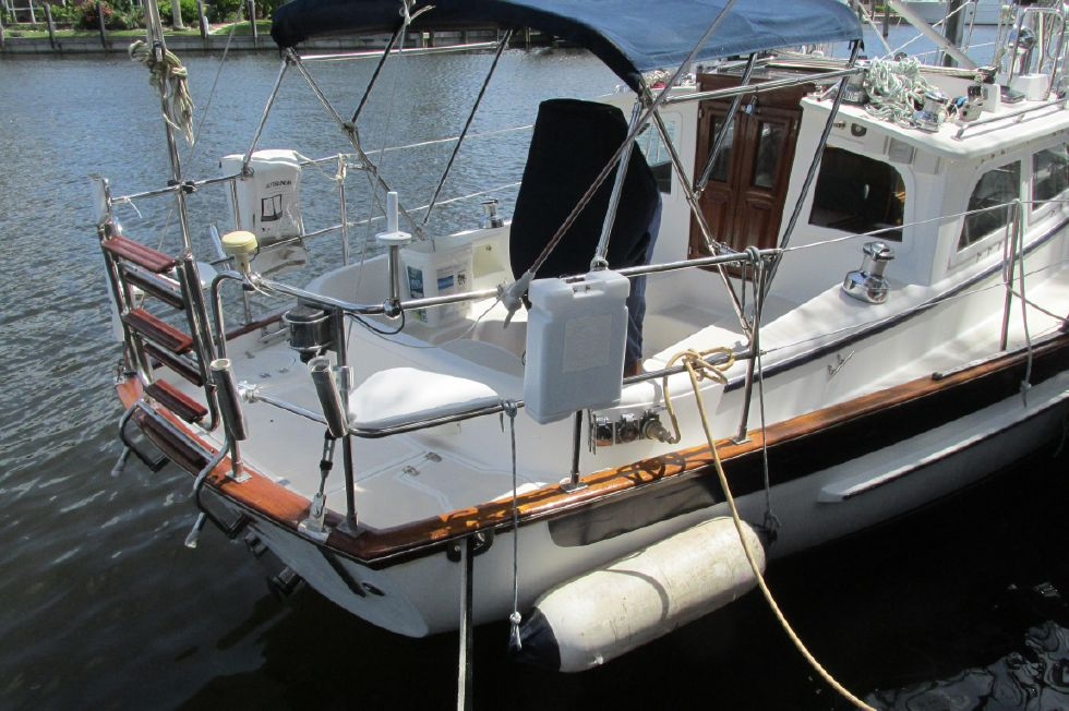 2005 Cabo Rico 42 Pilothouse
