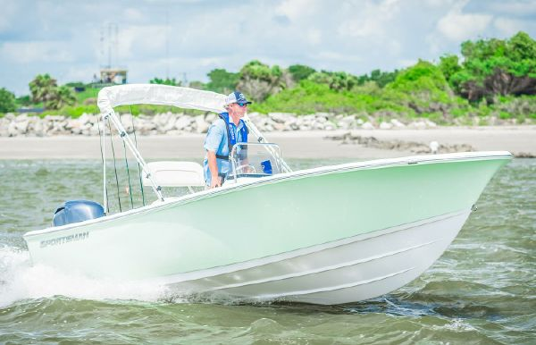 2018 Sportsman Island Reef 19 Center Console