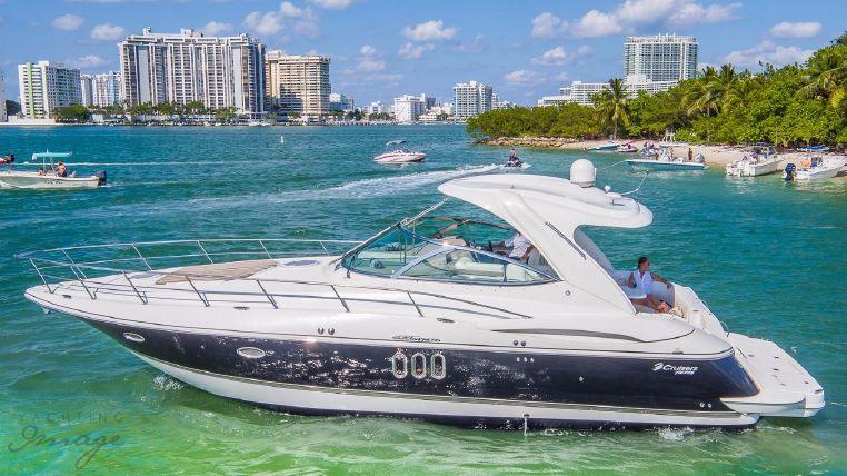 2008 Cruisers Yachts
