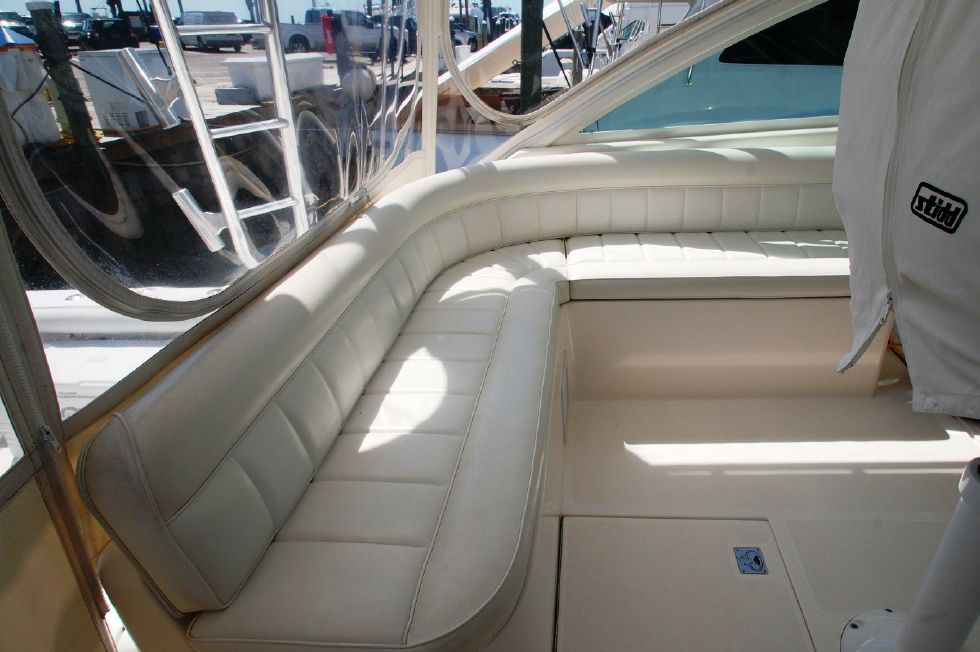 Helm deck guest seating