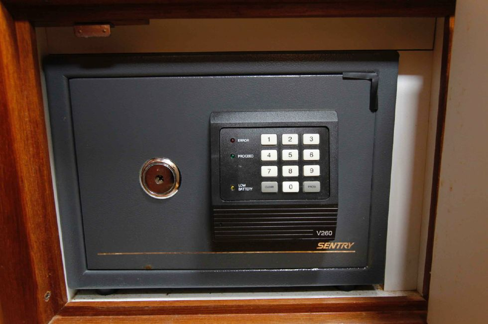 Manta 42 Mark IV Safe