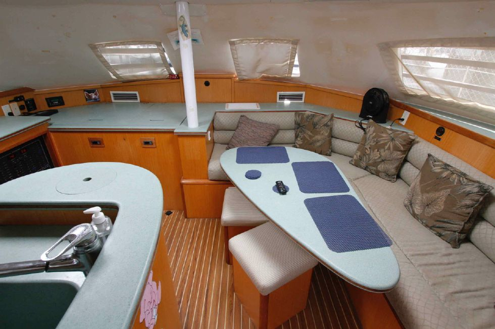 Manta 42 Mark IV Salon