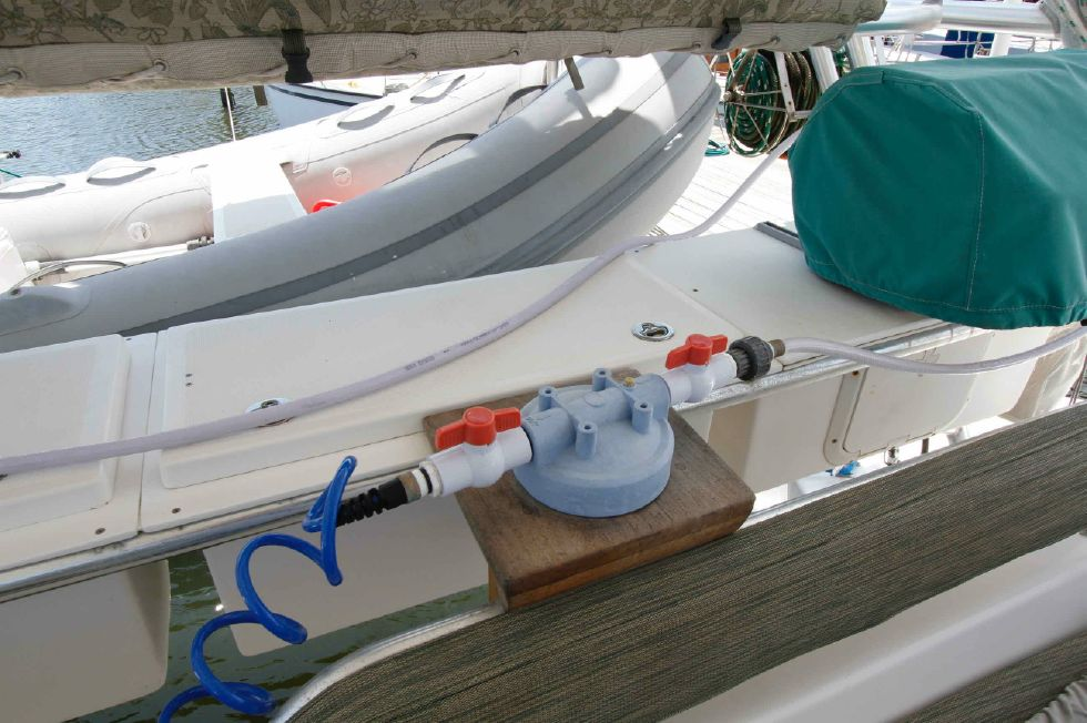 Manta 42 Mark IV Additional Water Filter
