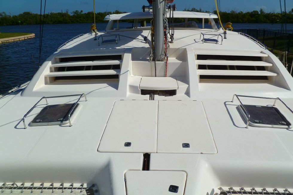 Robertson & Caine Leopard - Foredeck Aft