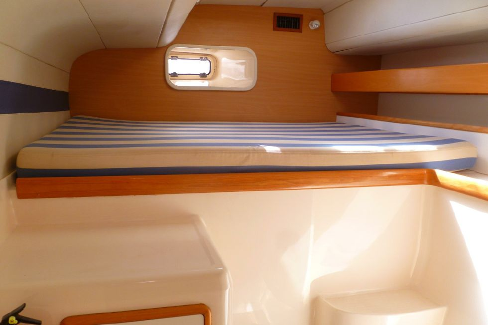 Robertson & Caine Leopard - Aft Berth Stbd