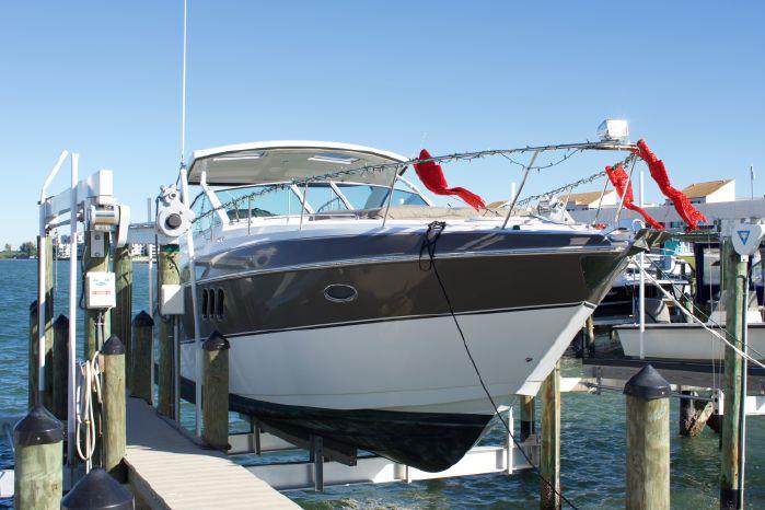 2014 Cruisers Yachts