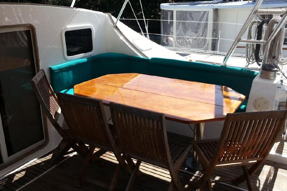 1991 Lagoon 55 - Cockpit table and seating