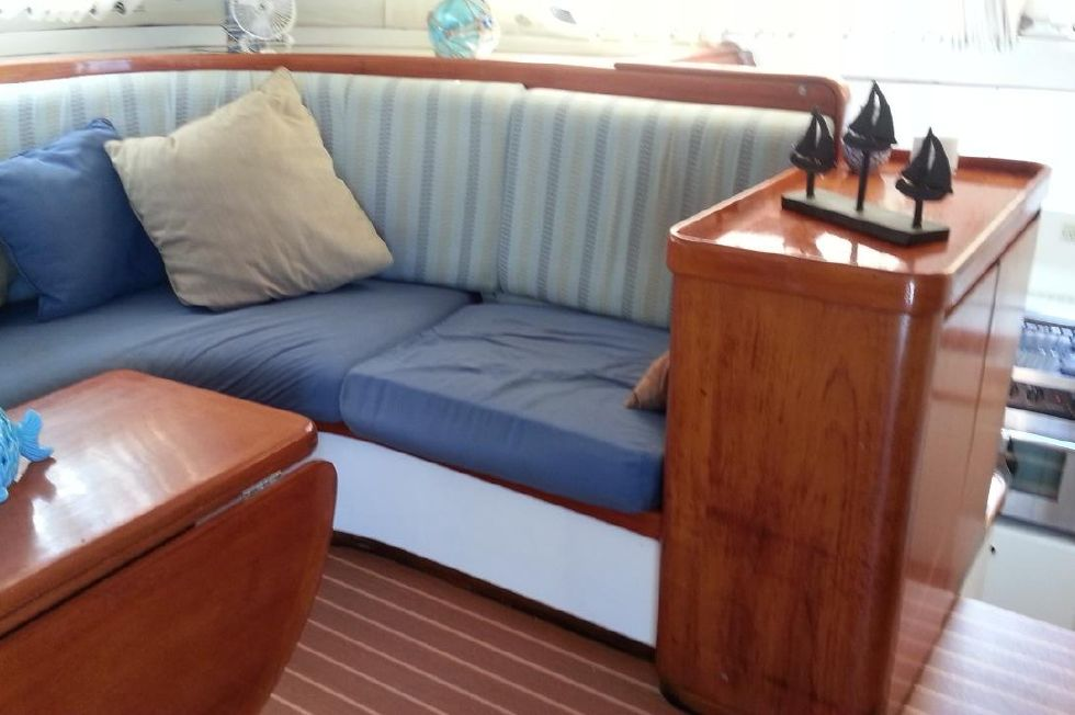1991 Lagoon 55 - Salon seating stbd side
