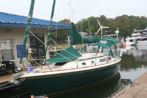 1988 Catalina 36 Cutter Rig - Catalina 36 with full canvas at cruising dock