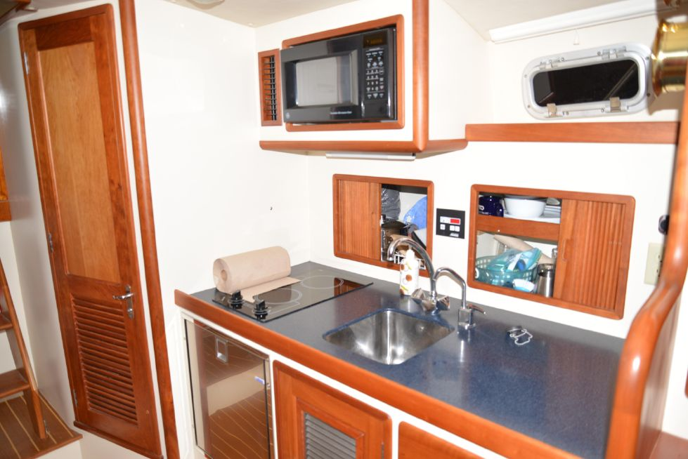 2001 Hinckley Little Harbor WhisperJet 38