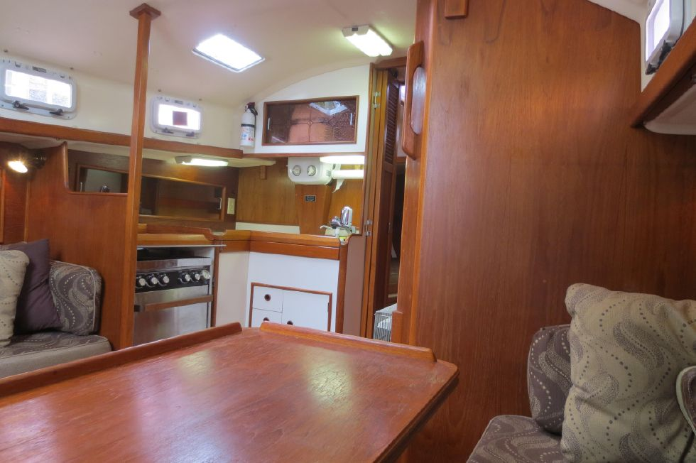 1989 Hinterhoeller Nonsuch 30 Ultra - Salon forward