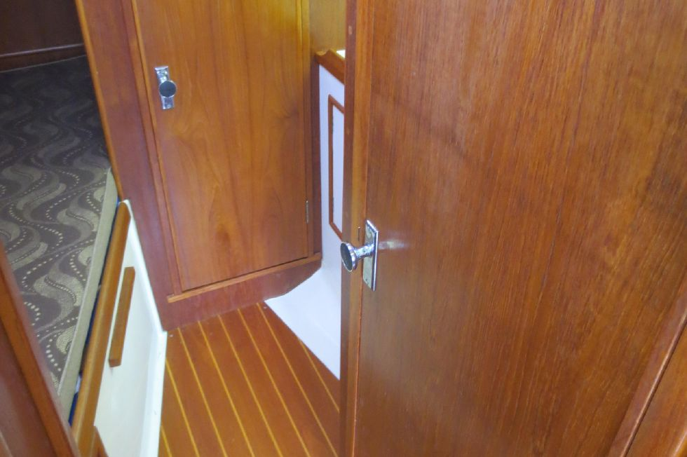 1989 Hinterhoeller Nonsuch 30 Ultra - Entrance to stateroom