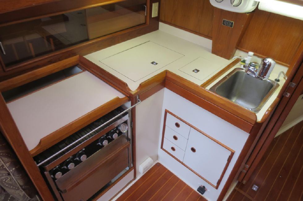 1989 Hinterhoeller Nonsuch 30 Ultra - Galley