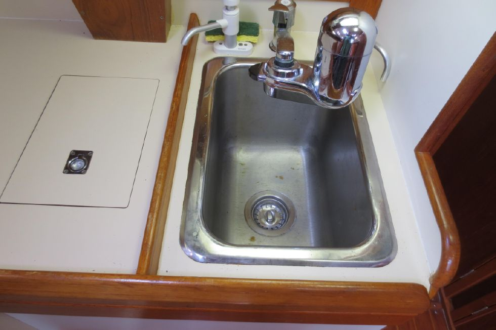1989 Hinterhoeller Nonsuch 30 Ultra - Sink
