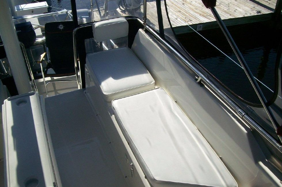 1995 Sabreline Fast Trawler - Guest Helm Seating