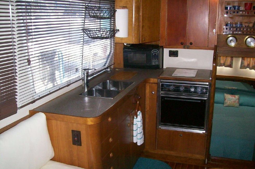 1995 Sabreline Fast Trawler - Spotless Galley