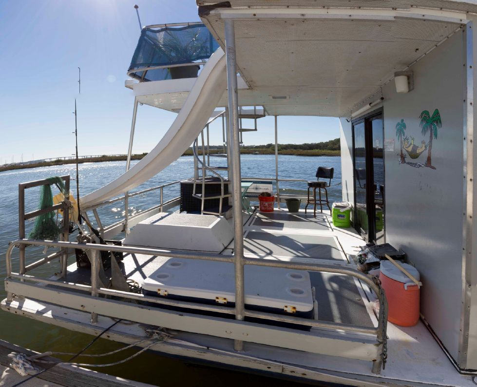 58' Stardust Cruiser Houseboat Edwards Yacht Sales
