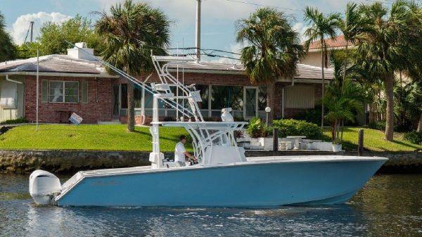 Sea Hunter Center Console Starboard Profile