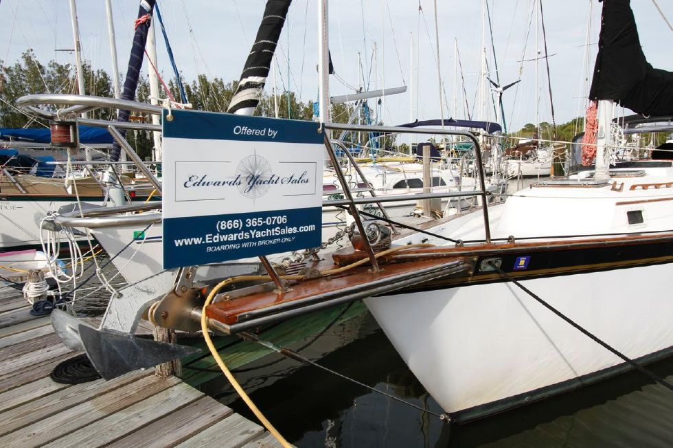 1982 Endeavour Sloop