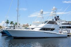 2001 Hatteras 60 enclosed bridge