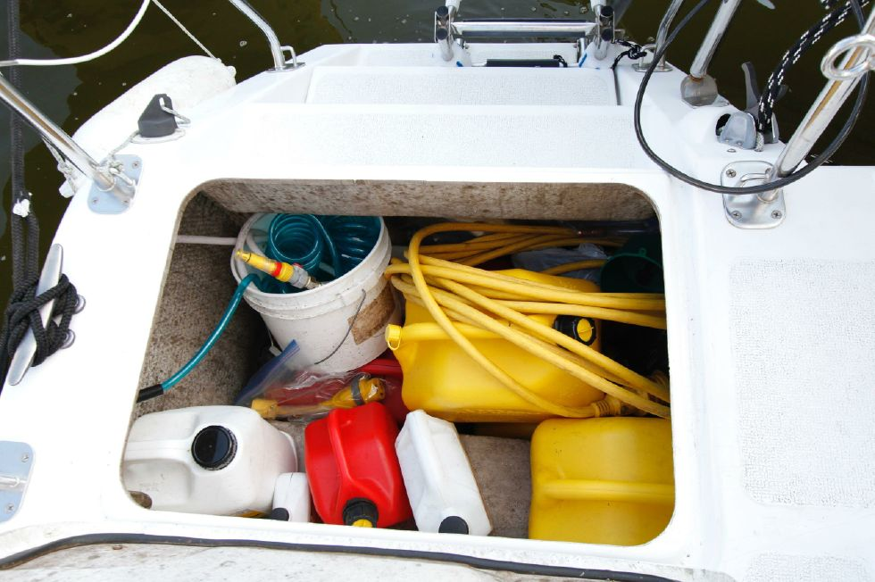 2003 Gemini 105Mc - Gemini 105MC Storage in Aft Starboard Hull