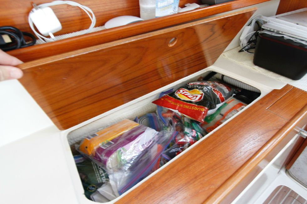 2003 Gemini 105Mc - Gemini 105MC Portside Hull Storage