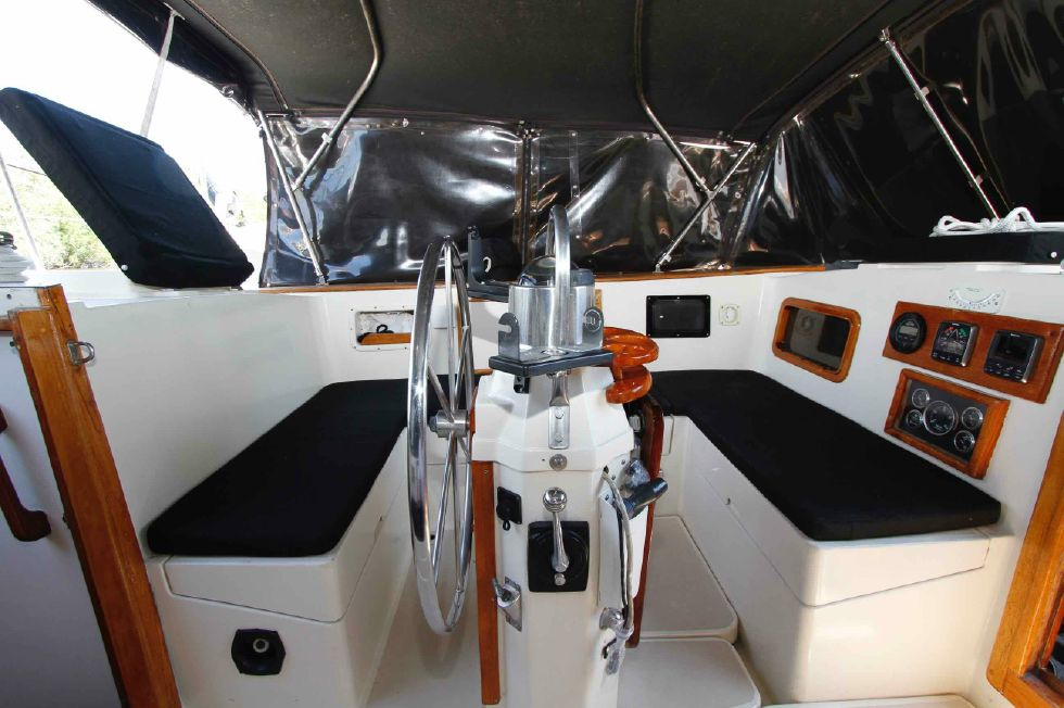 1977 CSY 44 Center Cockpit Walkover - CSY 44 Helm Station