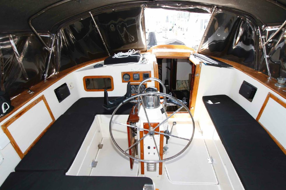 1977 CSY 44 Center Cockpit Walkover - CSY 44 Full Enclosed Cockpit