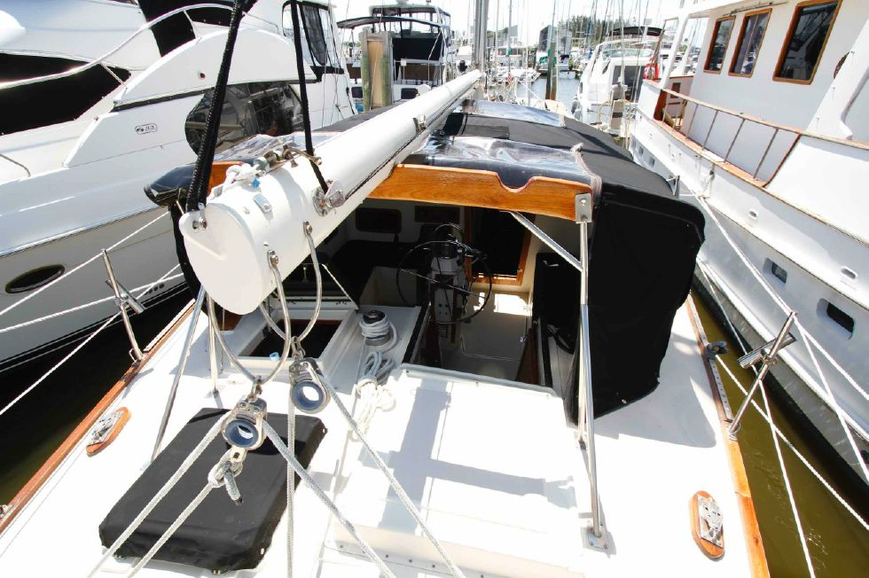 1977 CSY 44 Center Cockpit Walkover - CSY 44 Aft Deck