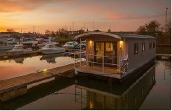 2021 Houseboat 40 w Freehold mooring