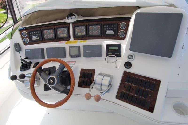 2001 Sea Ray 480 Sedan Bridge - Helm / Electronics & Navigation