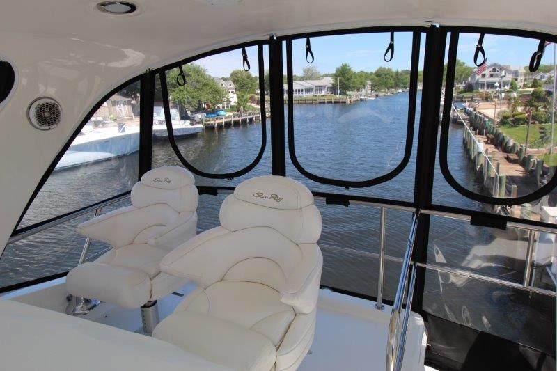 2001 Sea Ray 480 Sedan Bridge - Deck 1 - Helm Seats