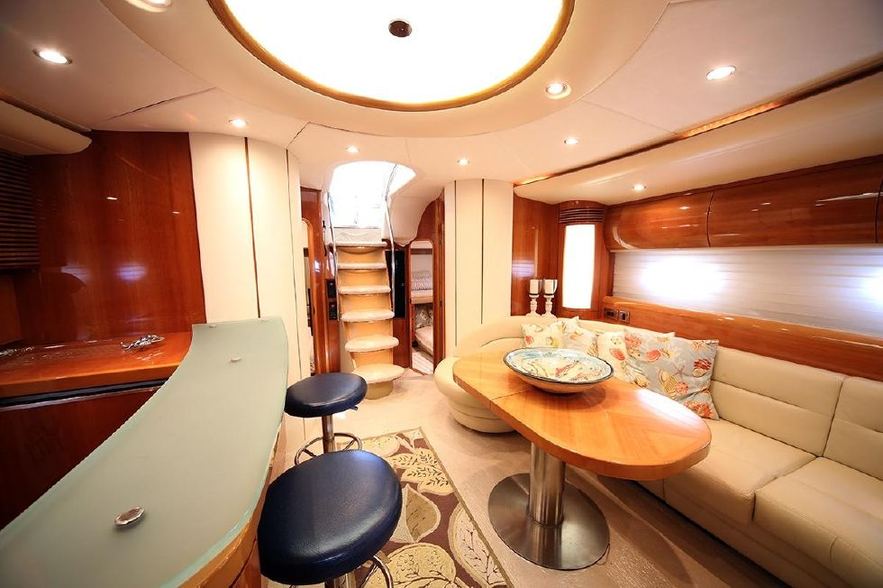 Galley/Salon